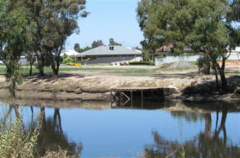 House on the Wimmera River.jpg